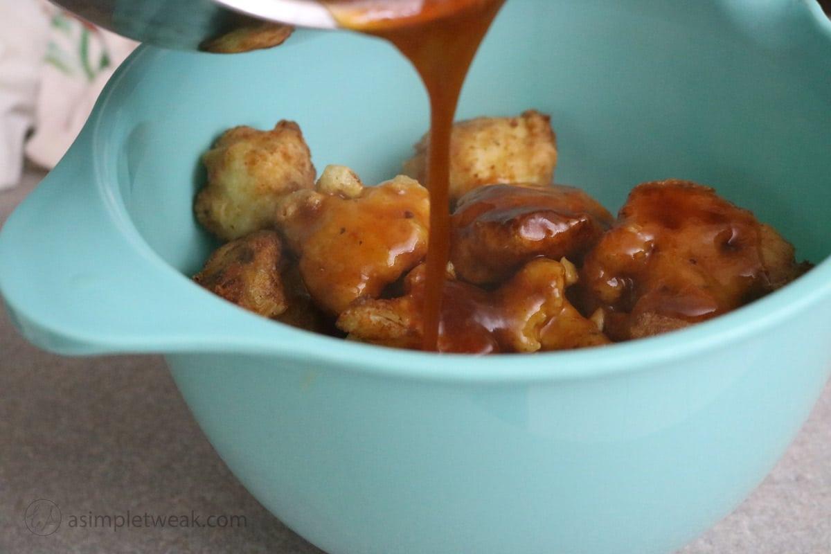 Coating-cauliflower-with-sauce