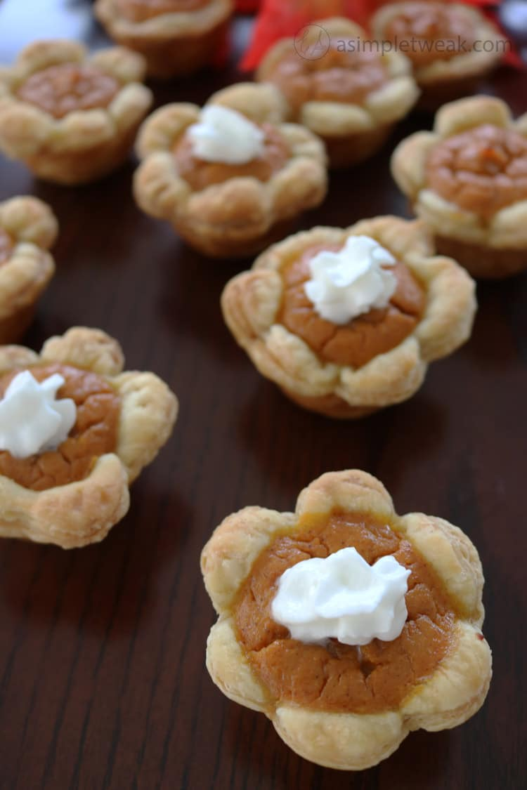 These-mini-pumpkin-pie-bites-are-the-perfect-choice-for-the-upcoming-holidays,-parties-and-family-gatherings
