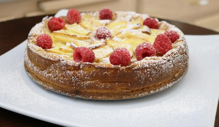 Delicious-Apple- Raspberry-Cake