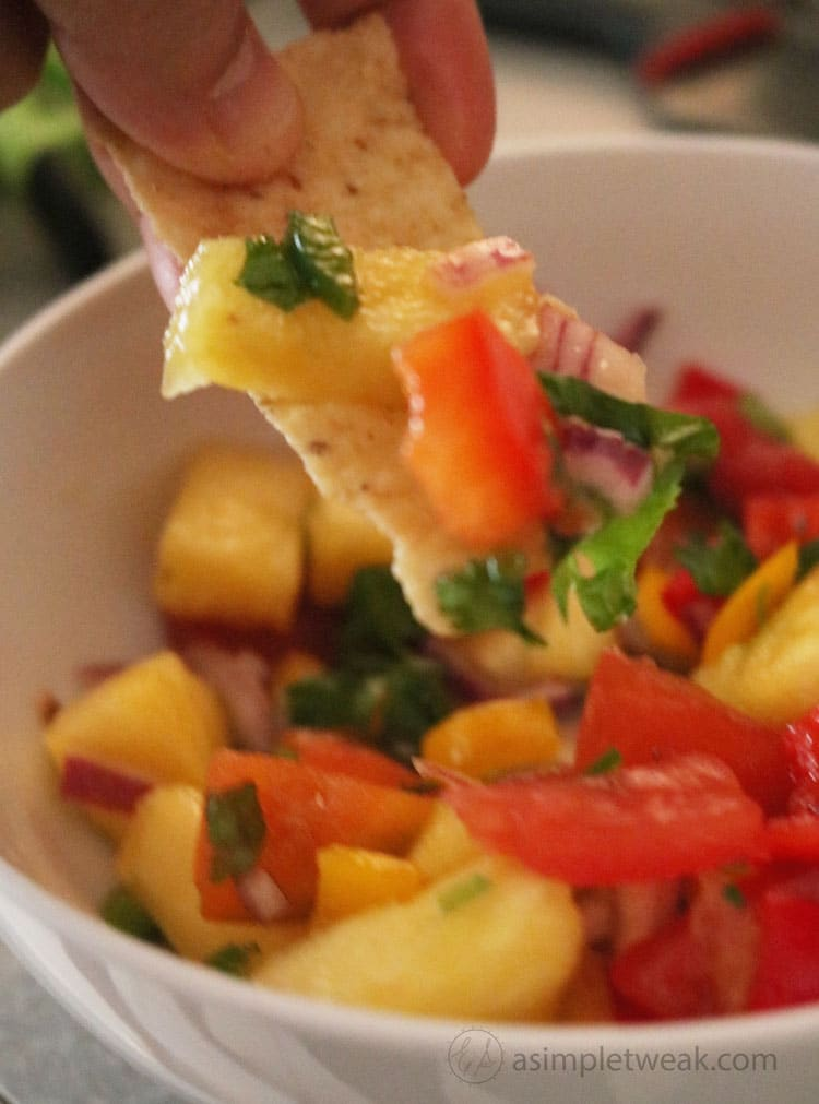 Enjoy-this-Pineapple-Salsa-With-some-chips