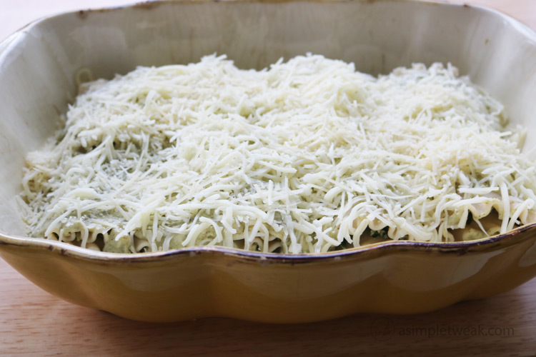 Add-cheese-to-lasagna-rolls